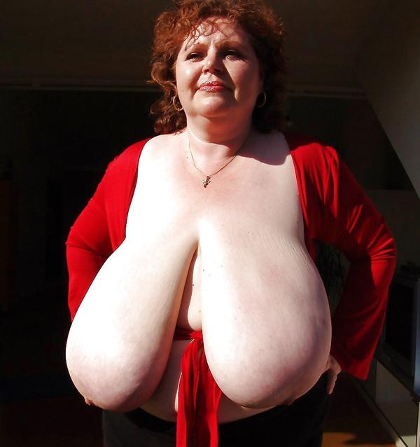 外国人熟女・老女の超垂れ乳 5