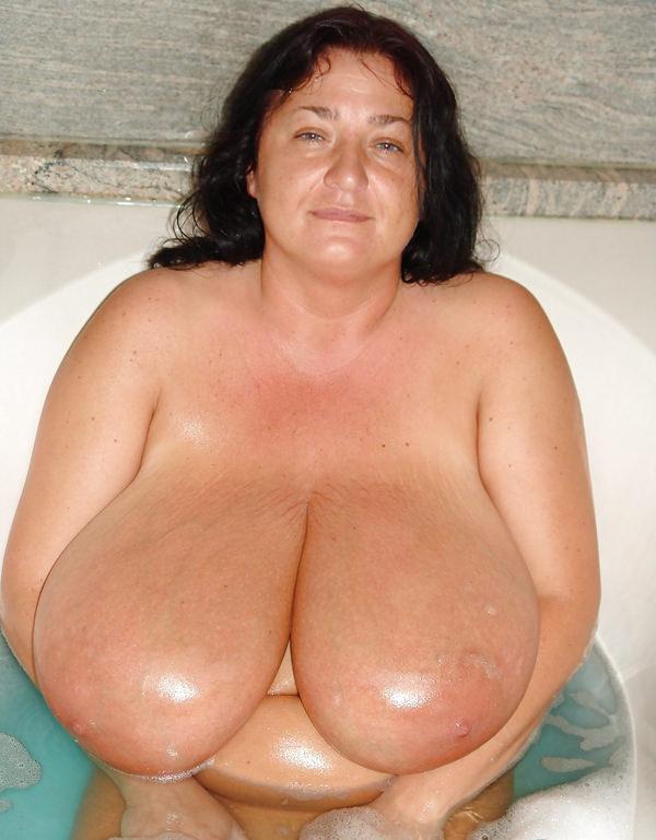 外国人熟女・老女の超垂れ乳 7
