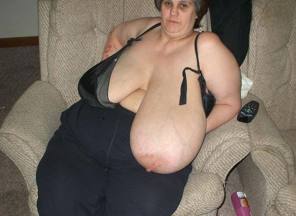 外国人熟女・老女の超垂れ乳