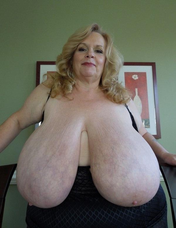 外国人熟女・老女の超垂れ乳 13