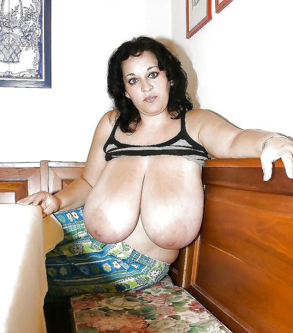 外国人熟女・老女の超垂れ乳 16