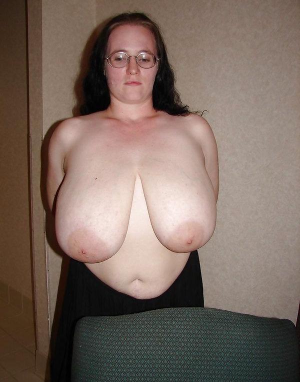 外国人熟女・老女の超垂れ乳 19