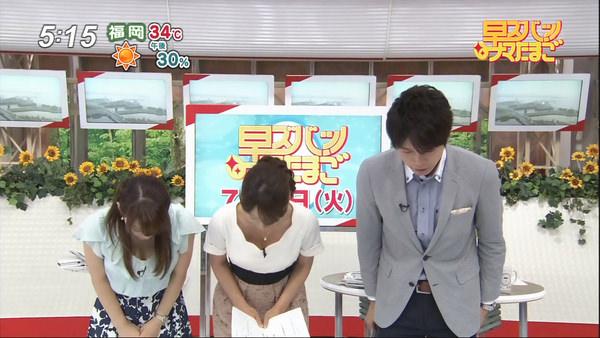 女子アナのお辞儀中の胸チラ 8