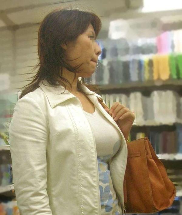 熟女の着衣巨乳 14