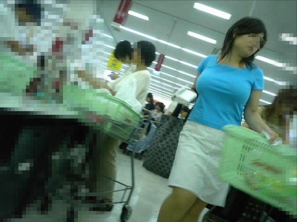 熟女の着衣巨乳 16