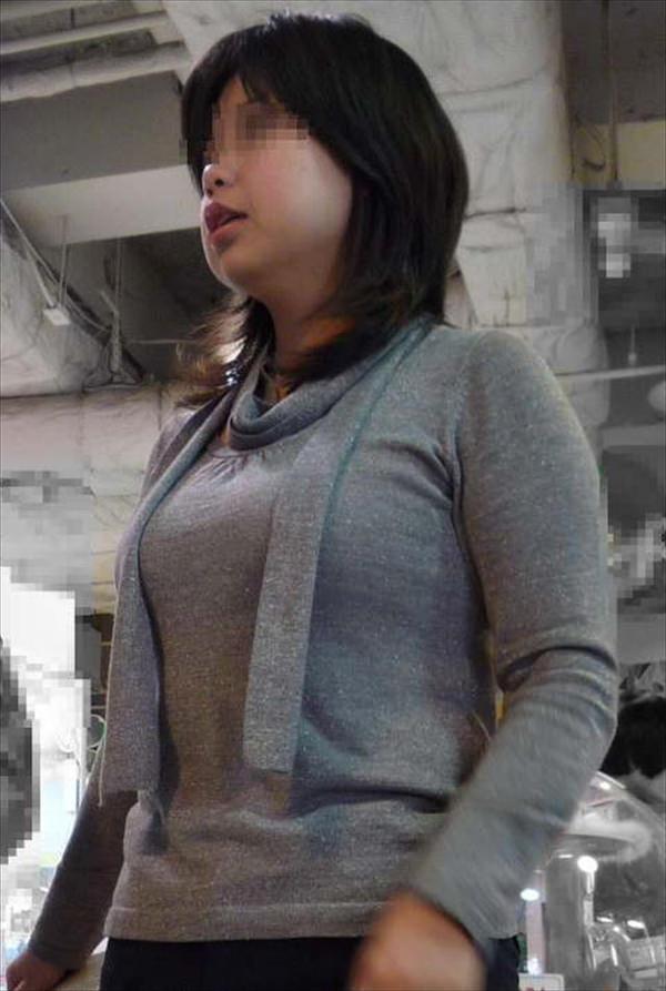 熟女の着衣巨乳 34