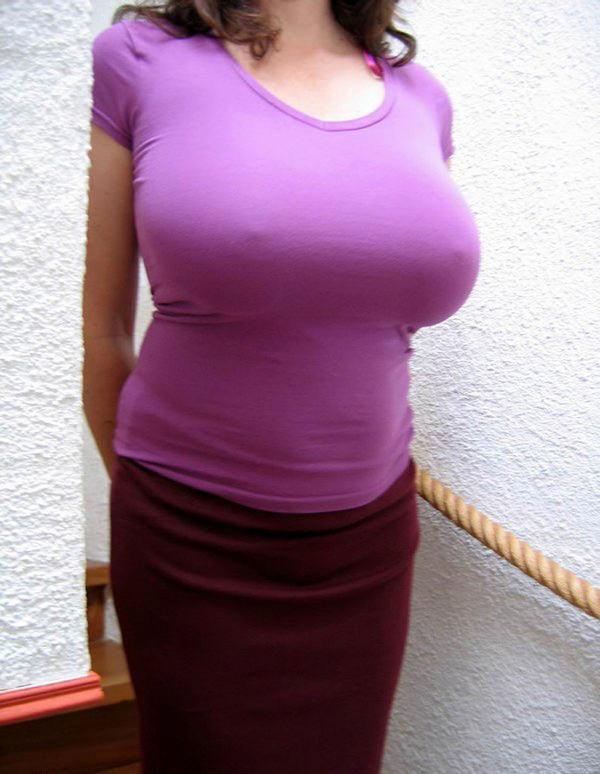 ノーブラニットの透け乳首 5
