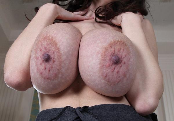 ぶつぶつ(モントゴメリー腺)が凄い乳輪 10