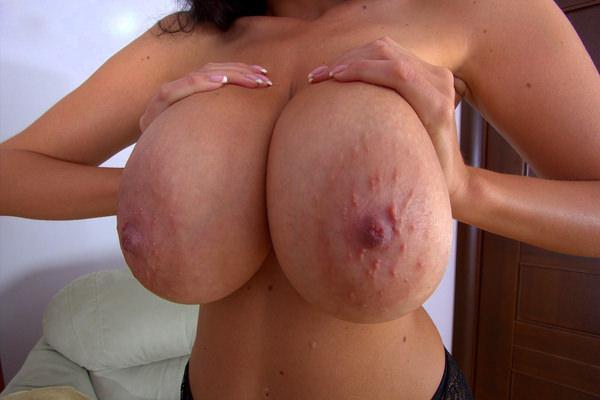 ぶつぶつ(モントゴメリー腺)が凄い乳輪のおっぱい 11