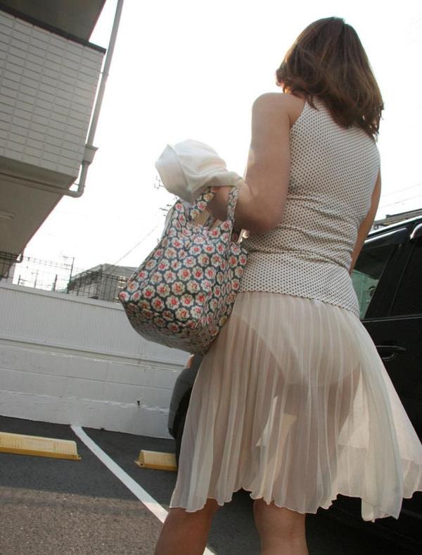 白スカートや白パンツで素人が透けパン 2
