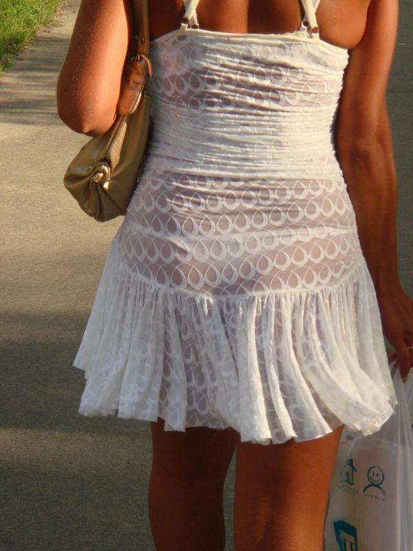 白スカートや白パンツで素人が透けパン 4