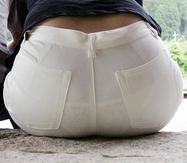 白スカート・白パンツで透けパンしてる素人の街撮り 5