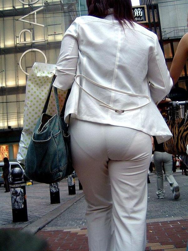 白スカートや白パンツで素人が透けパン 6