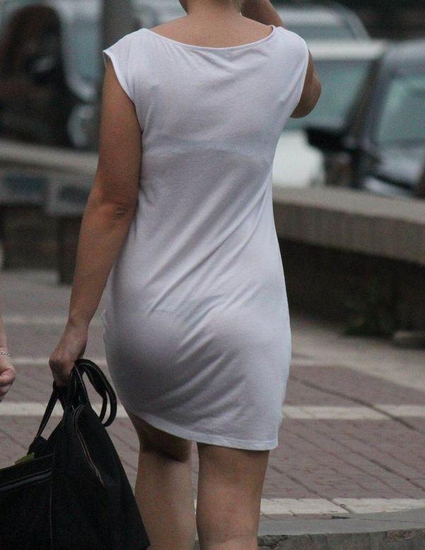 白スカートや白パンツで素人が透けパン 7
