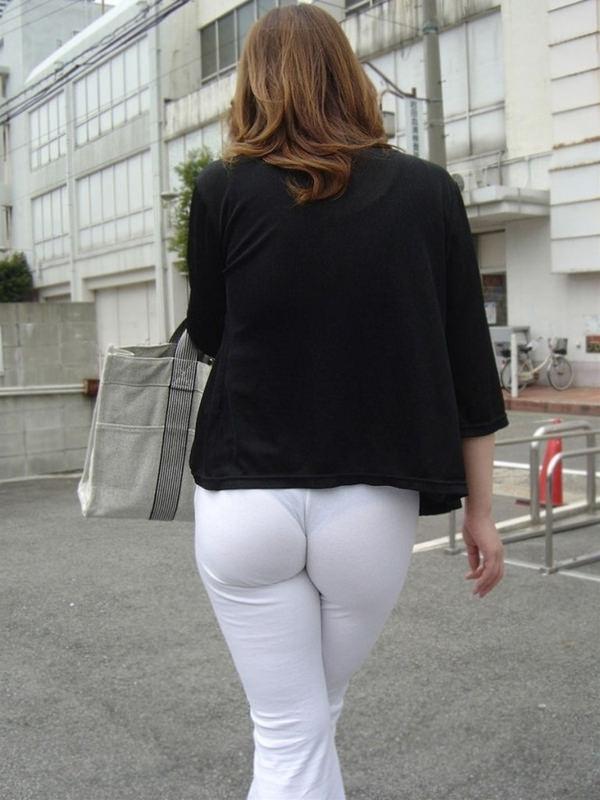 白スカートや白パンツで素人が透けパン 10
