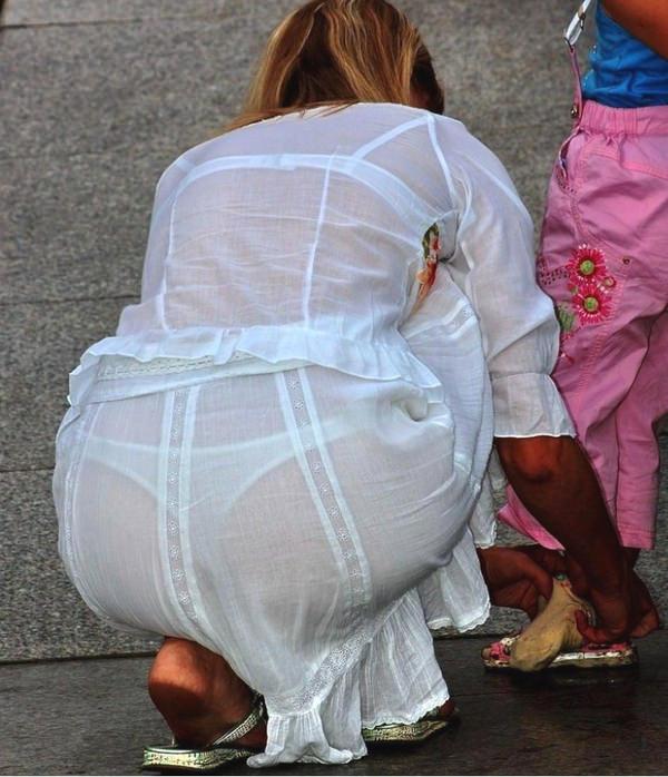 白スカート・白パンツで透けパンしてる素人の街撮り 14