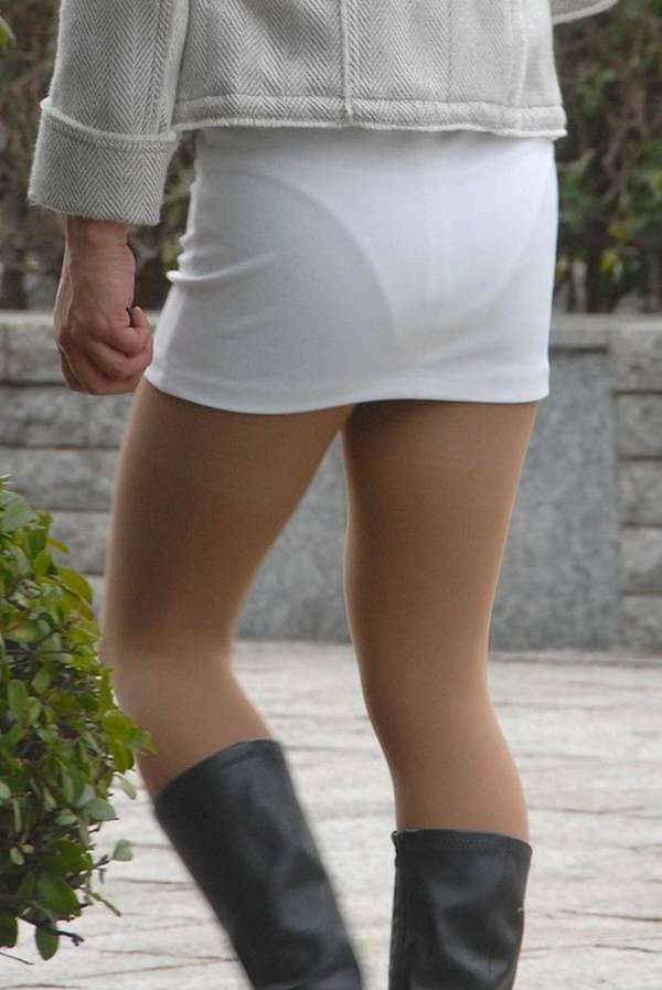 白スカートや白パンツで素人が透けパン 15