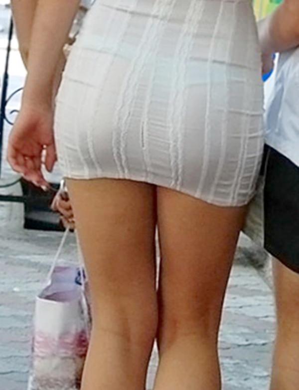 白スカートや白パンツで素人が透けパン 17