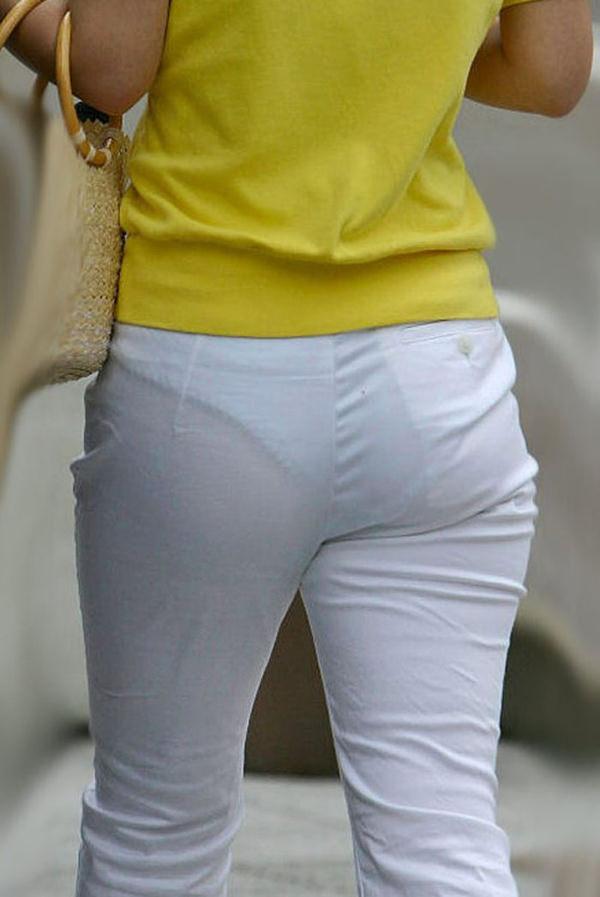 白スカートや白パンツで素人が透けパン 23