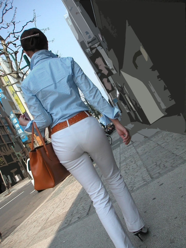 白スカートや白パンツで素人が透けパン 27