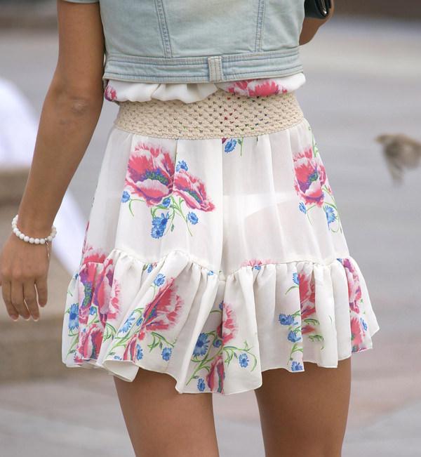 白スカートや白パンツで素人が透けパン 32