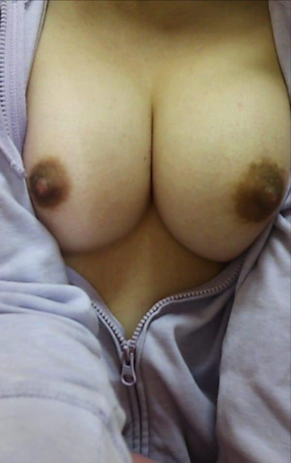 茶色い乳首の素人のおっぱい 4