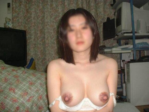 茶色い乳首の素人のおっぱい 31