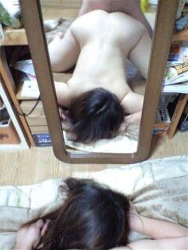 セックスを鏡撮りする素人カップル 18