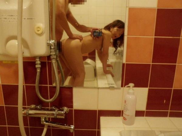 セックスを鏡撮りする素人カップル 34