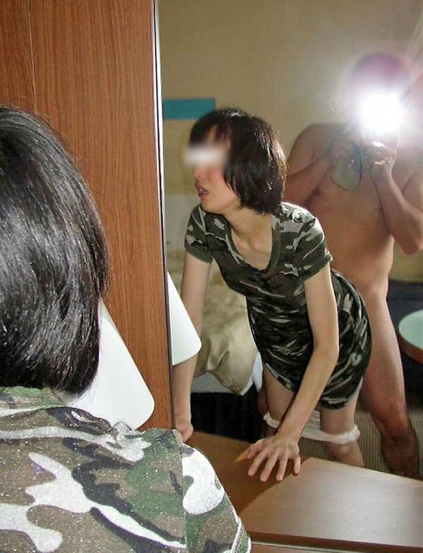 セックスを鏡撮りする素人カップル 42