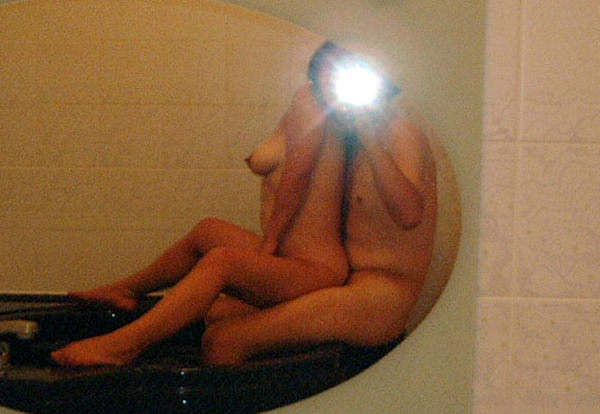 セックスを鏡撮りする素人カップル 47