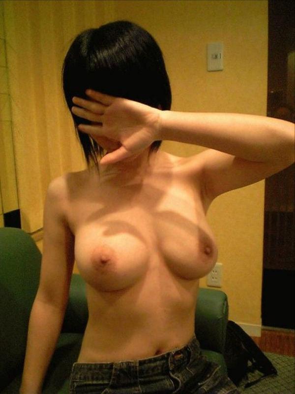 顔を隠した素人の裸 11