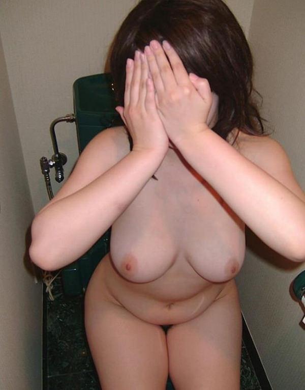 顔を隠した素人の裸 22