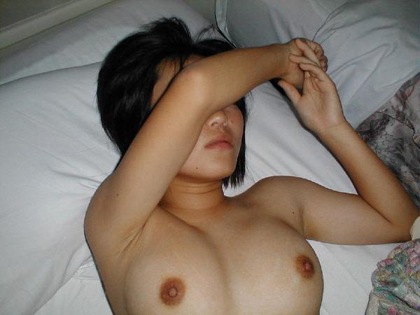 顔を隠した素人の裸 36