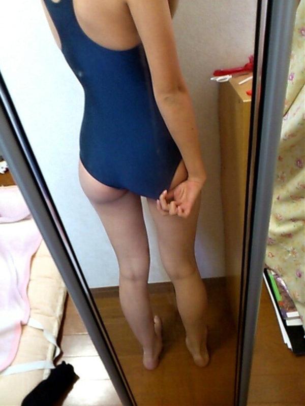 スクール水着で自撮り 32