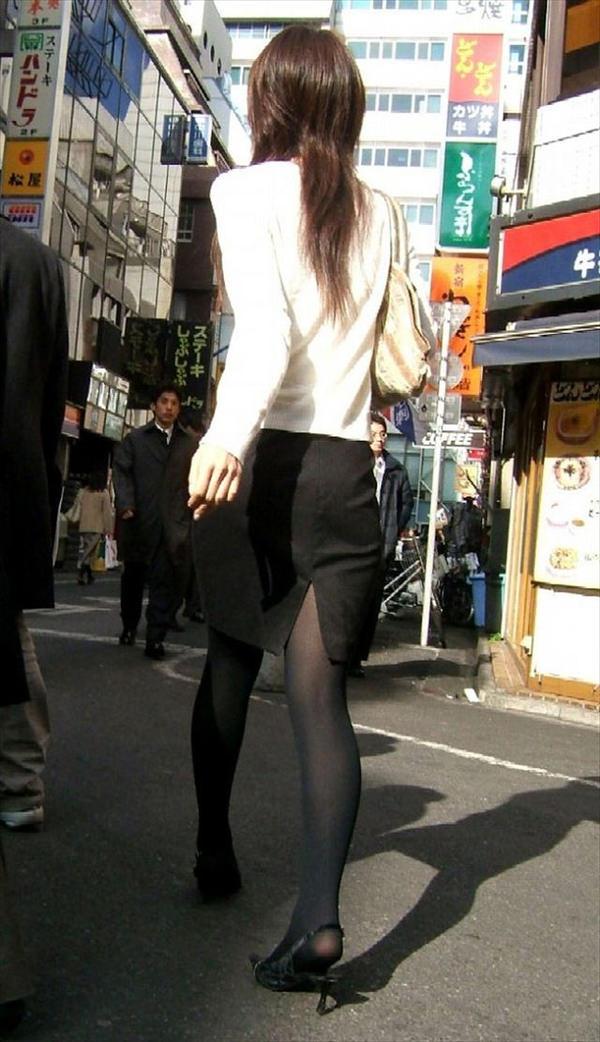 スリットスカートの素人の街撮り 17