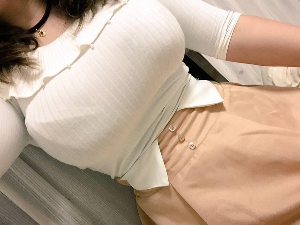巨乳素人の着衣自撮り