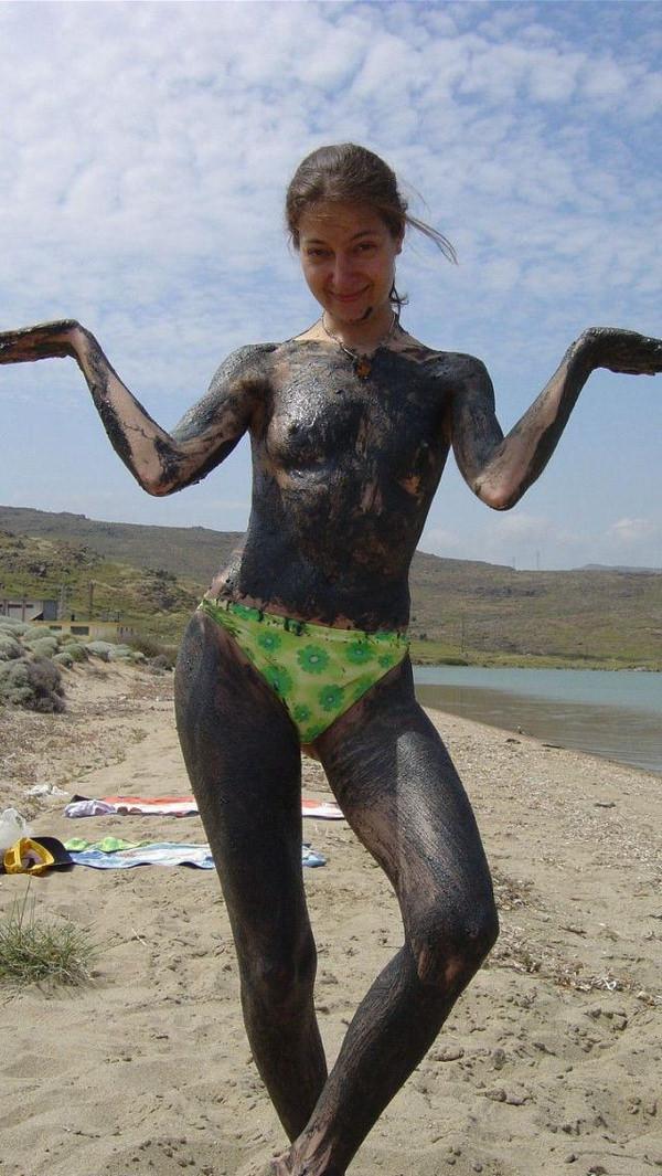外国人の泥まみれヌード 5