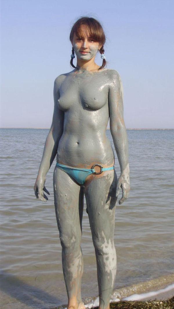 外国人の泥まみれヌード 7