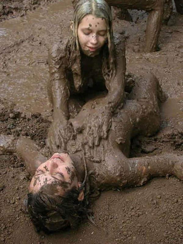 外国人の泥まみれヌード 14