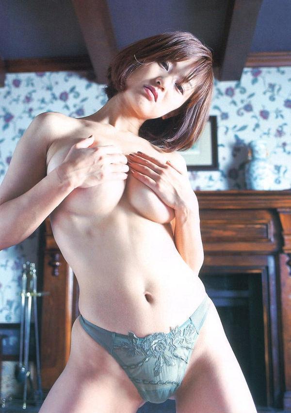 女優・アイドル・グラドルの手ブラ 12