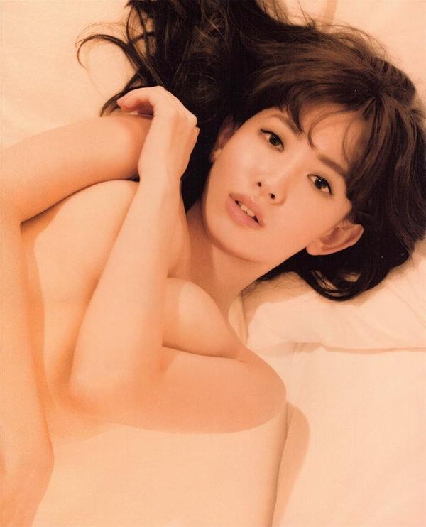 女優・アイドル・グラドルの手ブラ 16
