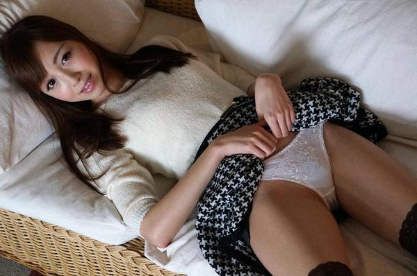 純白パンツを穿いた大人の女性 8