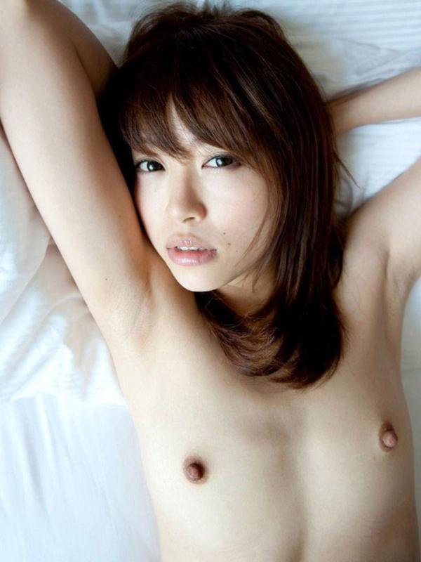 貧乳の勃起乳首 30