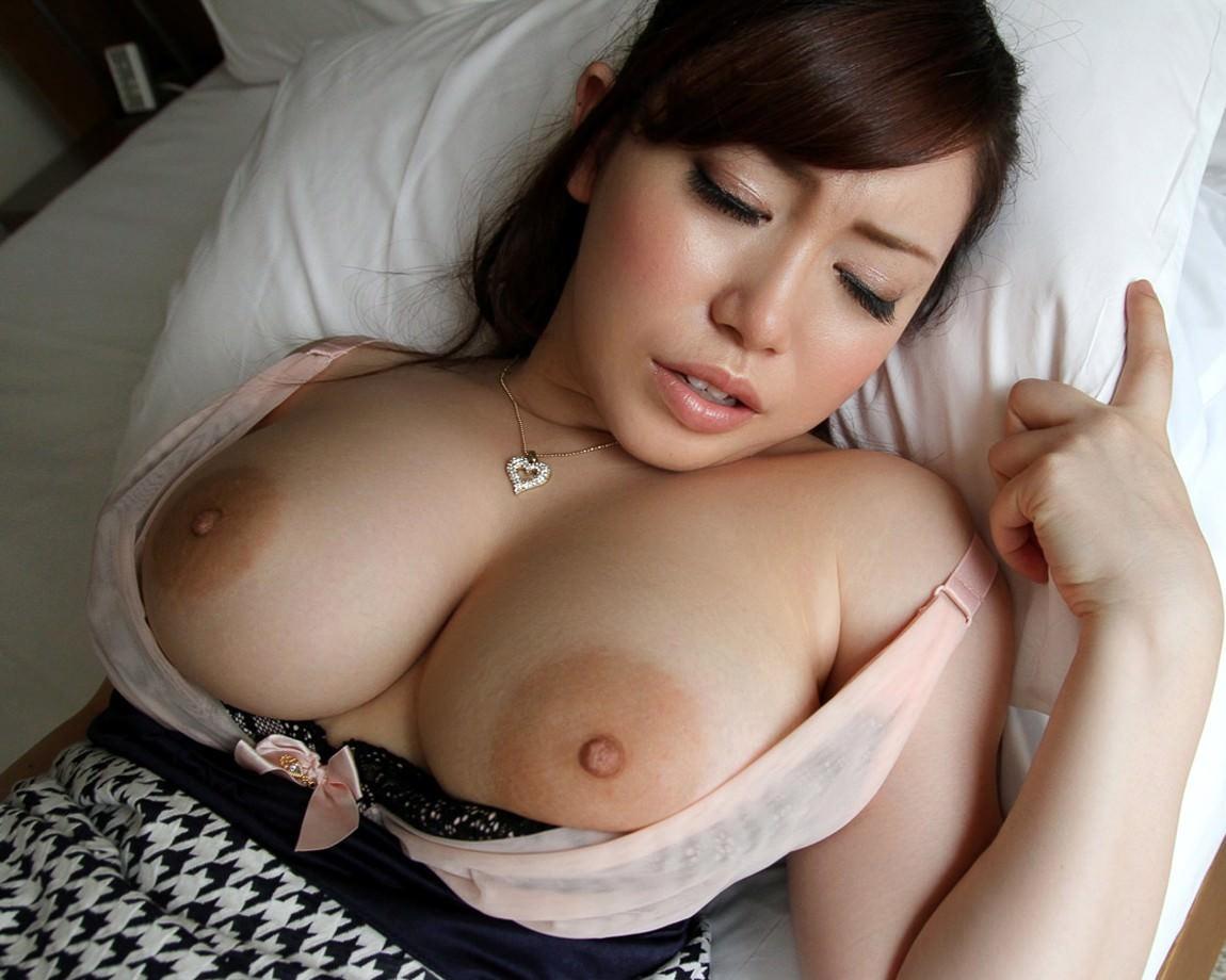 デカ乳輪の美巨乳