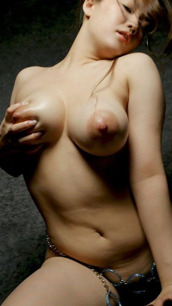 デカ乳輪の美巨乳 16