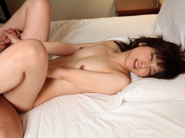 貧乳女子と正常位セックス 31