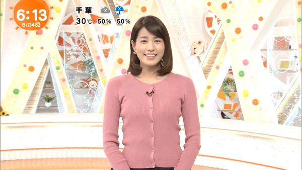 ピンクのニットカーディガン姿の永島優美