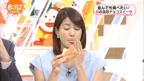 スイーツを食べてる永島優美