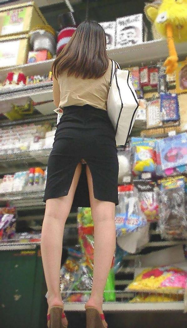 素人のスリットスカートのパンチラ 10
